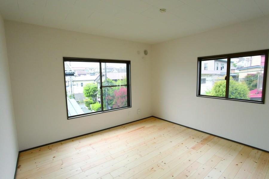 古きを愉しむRC、戸建。の部屋 明るい洋室