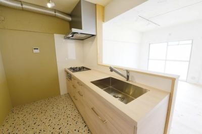 パイン材を使用したキッチン (木漏れ日のある暮らし。)