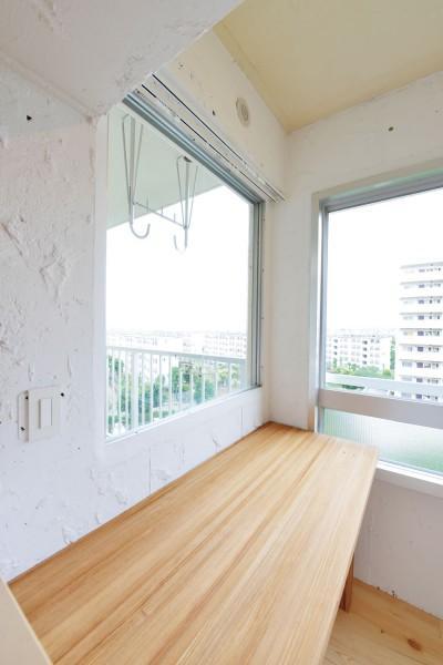木漏れ日のある暮らし。の部屋 コンクリートに直塗装された壁とミニ書斎