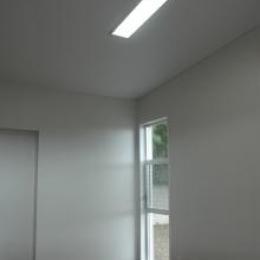 小窓のある寝室 (N8邸)