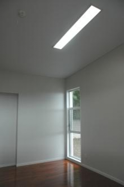 N8邸 (小窓のある寝室)