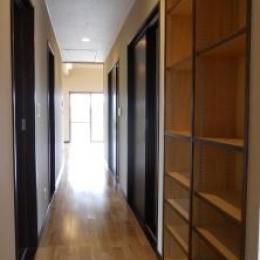収納たっぷりな廊下 (A邸)