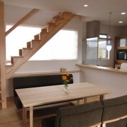 田上の家 (キッチンとリビングで会話の出来る空間)