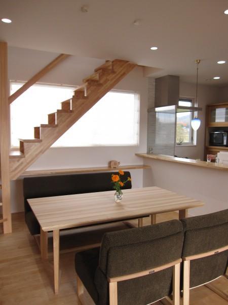 田上の家の部屋 キッチンとリビングで会話の出来る空間