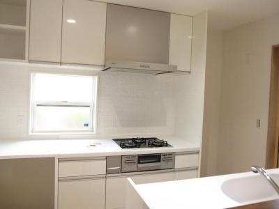 青山・リフォーム (白いオープンキッチン)