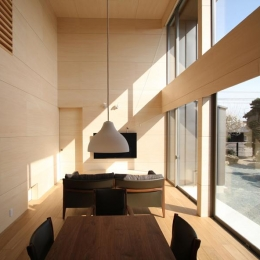 城島の家 (台所から居間を見る (撮影:岡本公二))