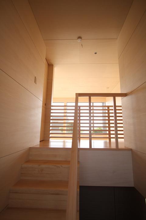 城島の家の部屋 階段 (撮影:岡本公二)