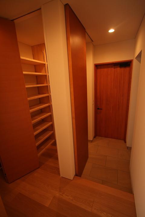 チカちゃん家の部屋 玄関