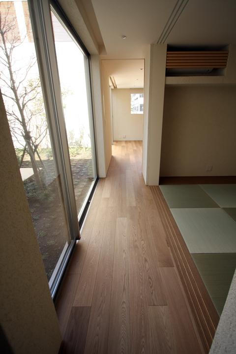 LucentCourtHouse (廊下 (撮影:岡本公二))