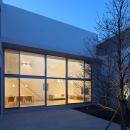 LucentCourtHouseの写真 中庭 夕景 (撮影:岡本公二)