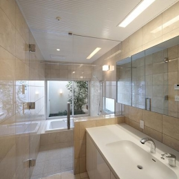 LucentCourtHouse (浴室 (撮影:岡本公二))