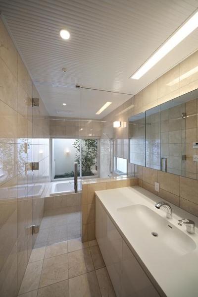 浴室 (撮影:岡本公二) (LucentCourtHouse)