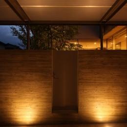 Garden House (車庫 夕景)