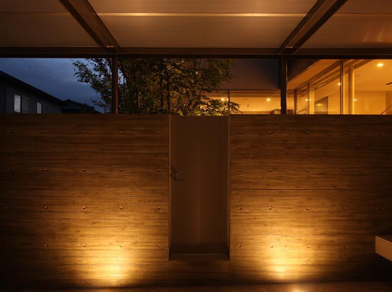 Garden Houseの写真 車庫 夕景