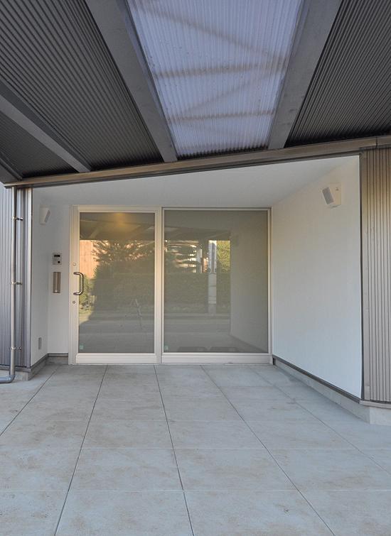 スケルトン・インフィルの家の部屋 玄関