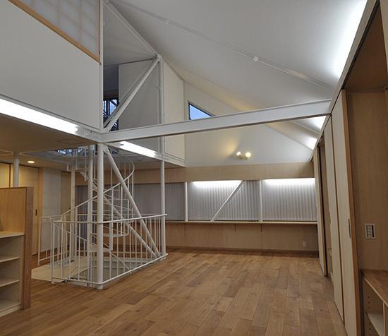 スケルトン・インフィルの家の部屋 リビング