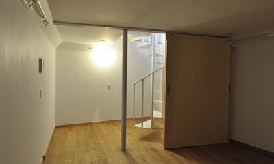スケルトン・インフィルの家 (地下室)