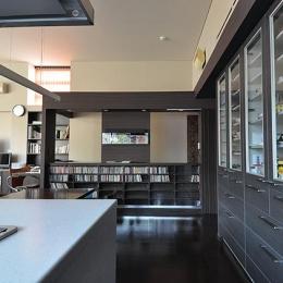 大きな空間の家 (壁面収納)