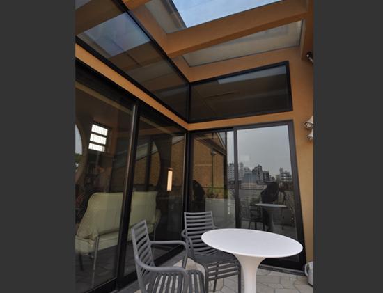 大きな空間の家の部屋 テラス