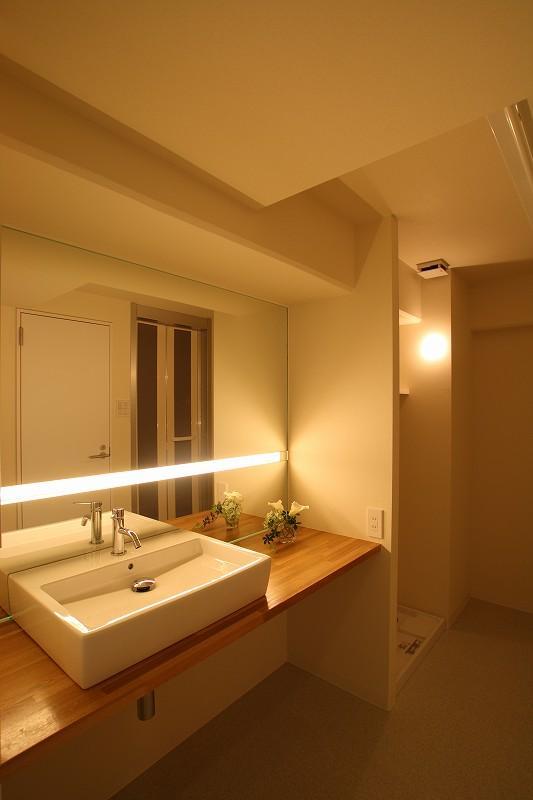 五色山の家~リノベーション~の部屋 落ち着きのある洗面室
