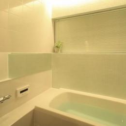 生野の家~リノベーション~ (白いバスルーム)