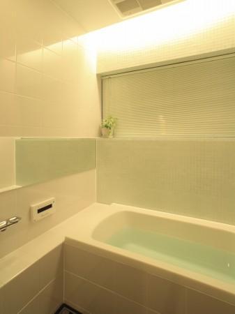 生野の家~リノベーション~の部屋 白いバスルーム