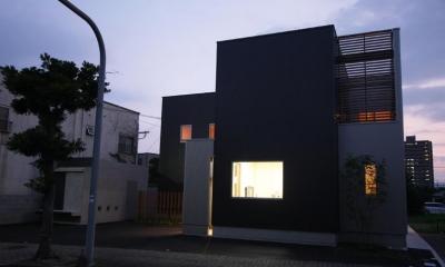 Gather House (外観 夕景)