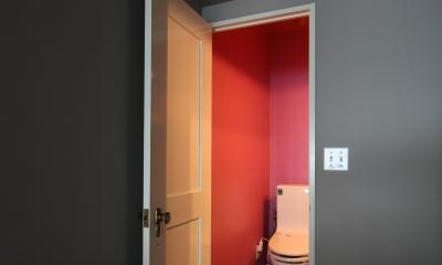 K邸 (ローズカラーの壁がおしゃれなトイレ)