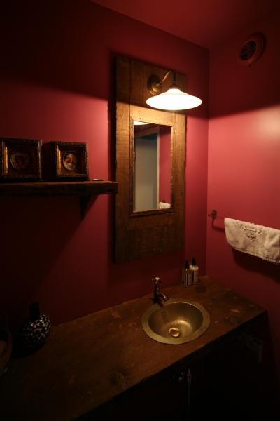 エキゾチックな雰囲気の手洗いスペース (K邸)