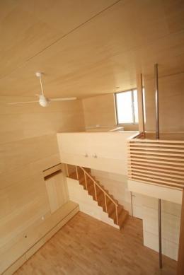 Gather House (居間を見下ろす)