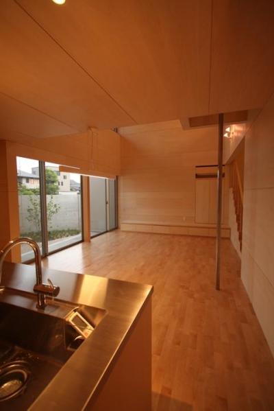 Gather House (キッチンから居間を見る)