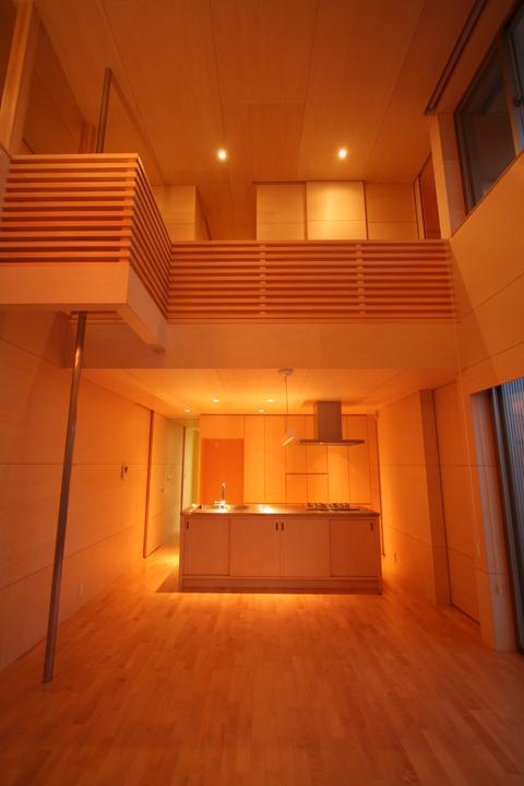 Gather House (居間からキッチンを見る)