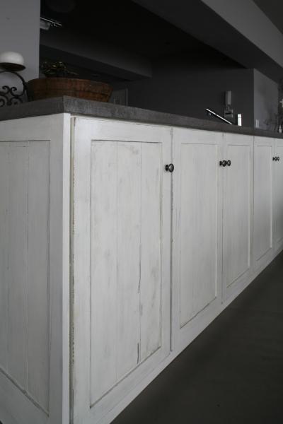 アンティーク調塗装仕上げの収納棚 (K邸)