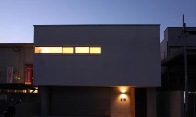 外観 夕景|STEP HOUSE