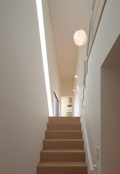 玄関から階段を見る (STEP HOUSE)