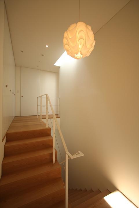 STEP HOUSEの部屋 踊り場から階段を見る