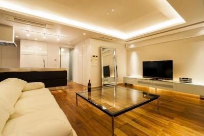 リビングダイニングキッチン (シンプル、シャビー、モロッコ調、部屋ごとに表情が変わるマンション)