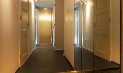 シンプル、シャビー、モロッコ調、部屋ごとに表情が変わるマンション (ホール)
