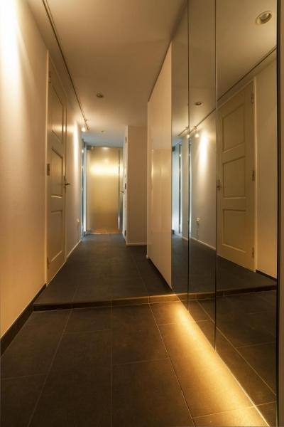 ホール (シンプル、シャビー、モロッコ調、部屋ごとに表情が変わるマンション)