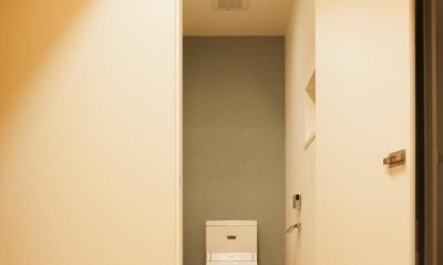 家族の夢が詰まったブリキの箱 (トイレ)