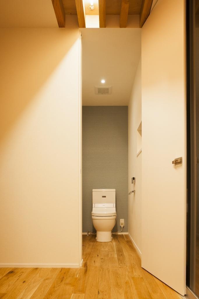 家族の夢が詰まったブリキの箱の部屋 トイレ