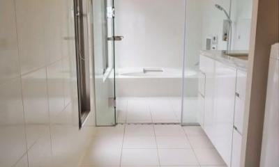 目黒のコートハウス (Bathroom)