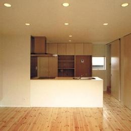 House K (柔らかな光がさす地窓のあるLDK)