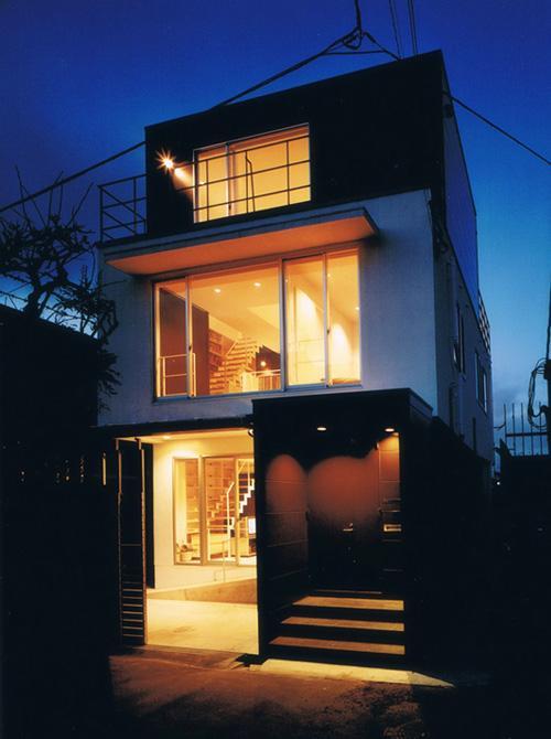 House K reconstructionの部屋 灯りの灯った外観