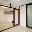 CAT HOUSE (猫と暮らす家)の写真 透明なパテーションのある部屋