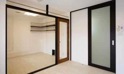 CAT HOUSE (猫と暮らす家) (透明なパテーションのある部屋)