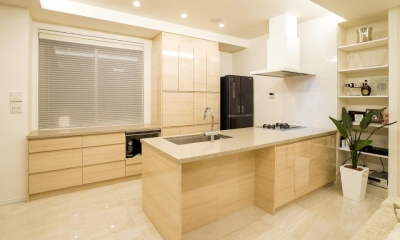 開放感あふれるイタリアンモダンの空間に生まれ変わったヴィンテージマンション (キッチン)
