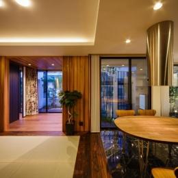 CAT HOUSE (猫と暮らす家) (天然石の床と畳と木の床が調和したLDK)
