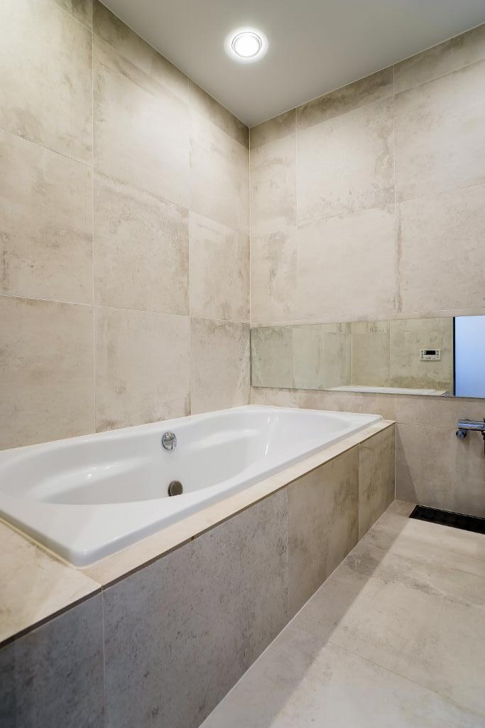 開放感あふれるイタリアンモダンの空間に生まれ変わったヴィンテージマンションの部屋 バスルーム