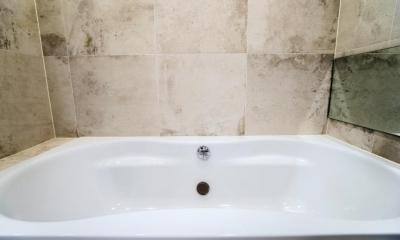 開放感あふれるイタリアンモダンの空間に生まれ変わったヴィンテージマンション (バスルーム)